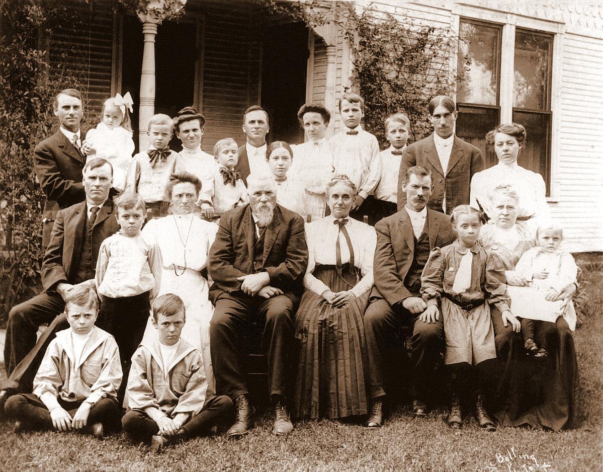 Sylvester C family portrait abt 1905