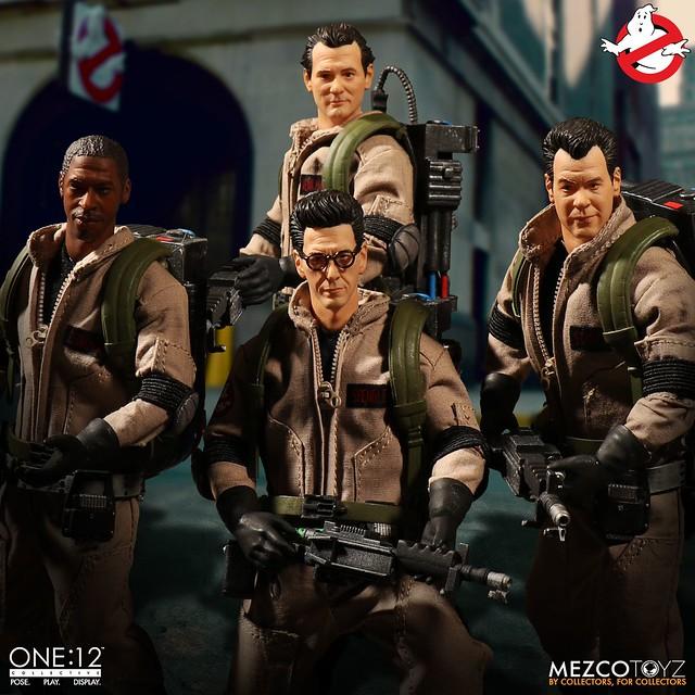 身邊有怪事嗎?打給他們就對啦~~ MEZCO ONE:12 COLLECTIVE 系列《魔鬼剋星》四人豪華套裝組 Ghostbusters 1/12 比例人偶作品