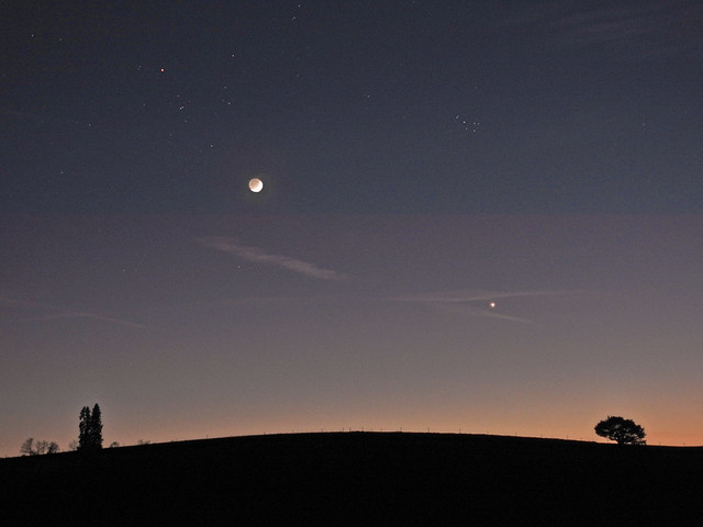 Beautiful evening with Moon in earthshine and Venus