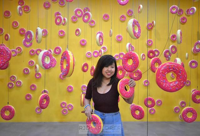 dessert museum Raining Donuts Rooms