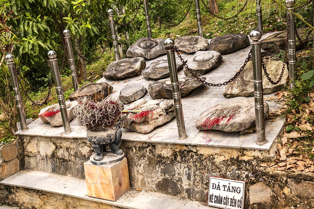 Column bases of shrine--Chau Ly