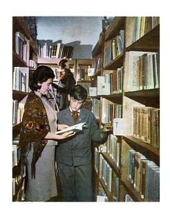 64 Пионеры в библиотеке