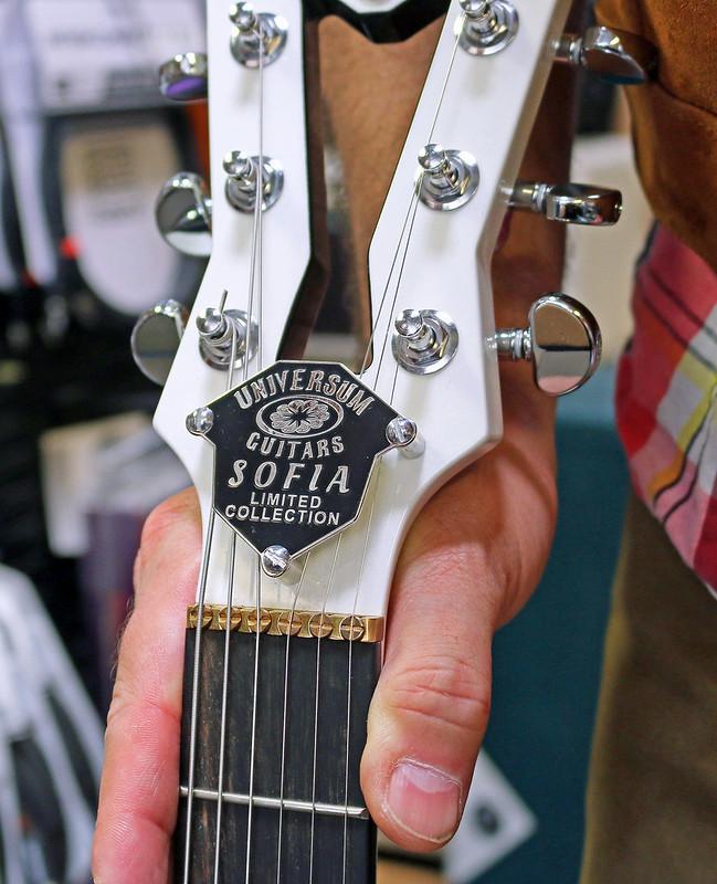Universum Guitars  - z Sofia Limited (3)