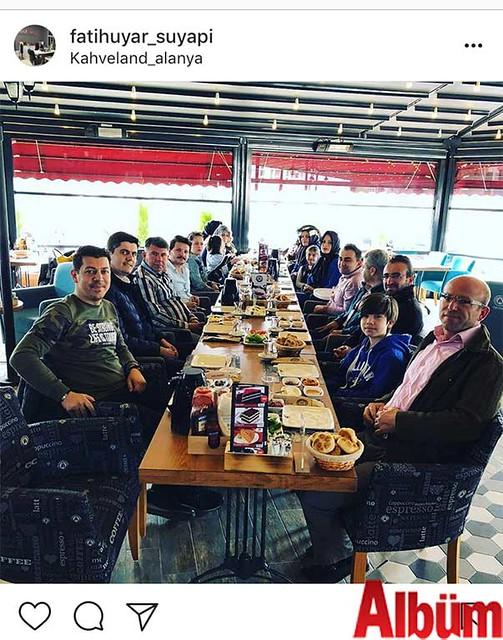 Su Yapı'nın sahibi Fatih Uyar, Su Yapı ailesinin Kahveland'daki kahvaltı etkinliğinden bu fotoğrafı paylaştı.