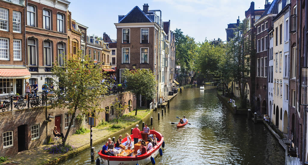 The Netherlands in summer. What to do? Kayak on the canals in Utrecht | Your Dutch Guide