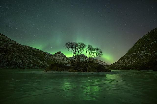 Reflecting Aurora
