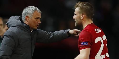 http://cafegoal.com/berita-bola-akurat/mourinho-menghancurkan-luke-shaw/