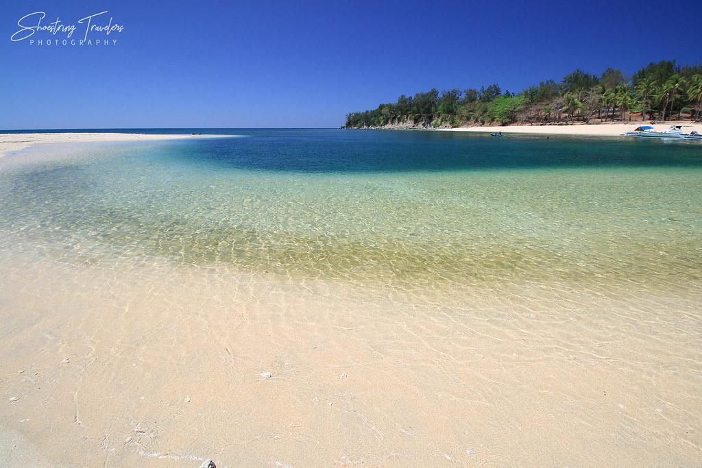Hermana Menor or Makatira Island and its sandbar