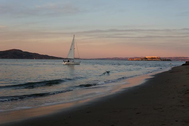 Sailing toward Alcatraz, Sony NEX-6, Sigma 30mm F1.4 DC DN | C 016