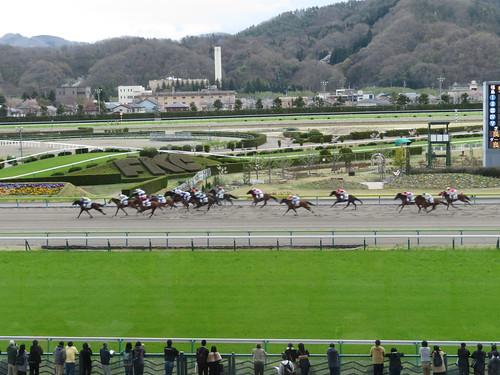 福島競馬場のダート1150mの直線の攻防