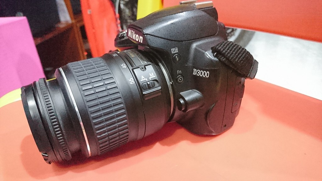 Dư dùng bán Nikon D3000 + lens kit + sạc + 02 pin - 3
