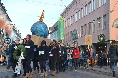 Trauermarsch Fossil Free Freiburg