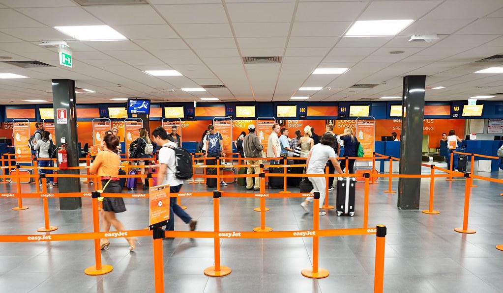 Luton International Airport, Inggris.
