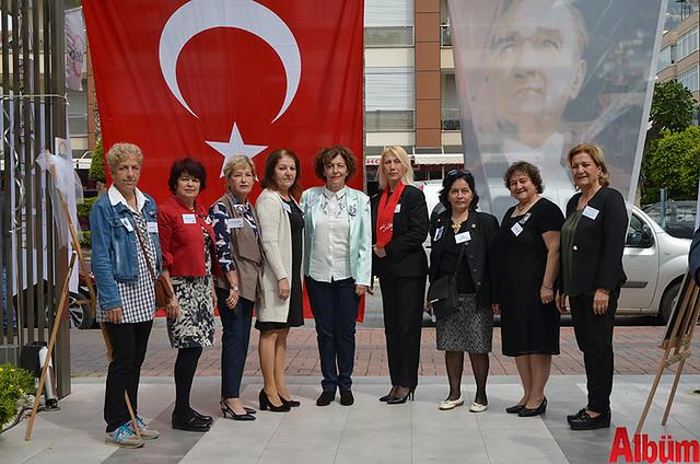 CHP Kadın Kolları İlçe Başkanı Şaduman Tığlı ve Yönetim Kurulu Üyeleri