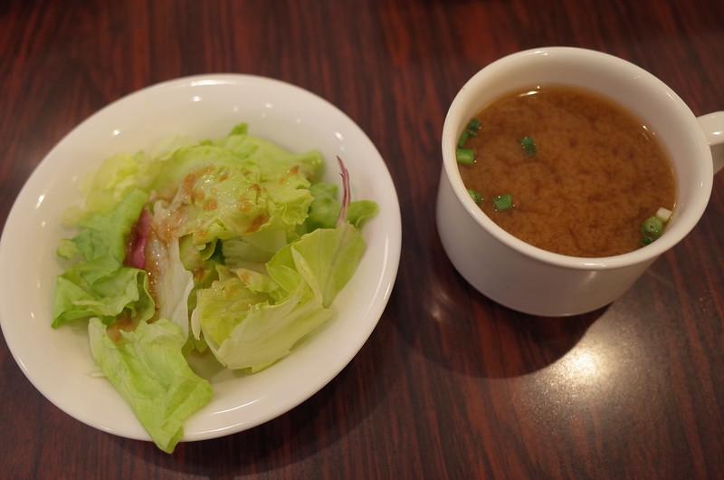 池袋東口ハイマートランチのサラダと味噌汁