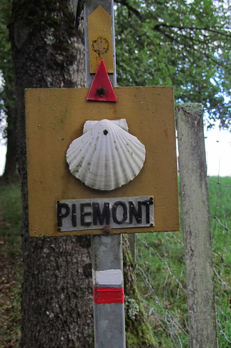 20120924 26 025 Jakobus Hinweisschild Piemont Muschelzeichen