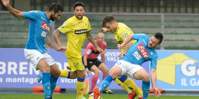 Dua Gol Di Menit-Menit Akhir Napoli Lolos dari kekalahan Chievo