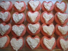 cake, baking, heart, sweetness, baked goods, whipped cream, cupcake, food, icing, dish, cuisine,