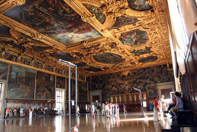 Sala del Maggior Consiglio at the Palazzo Ducale in Venice by ngai