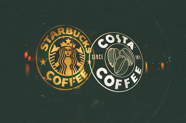 starbucks vs costa Starbucks has better service and coffee tastes better than costa coffee the flavor at starbucks are like more richer.