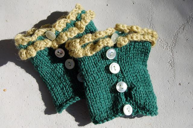 Green wrist warmers