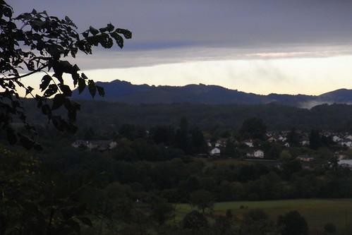 20120926 28 027 Jakobus Oloron Pyrenäen Wolken Häuser