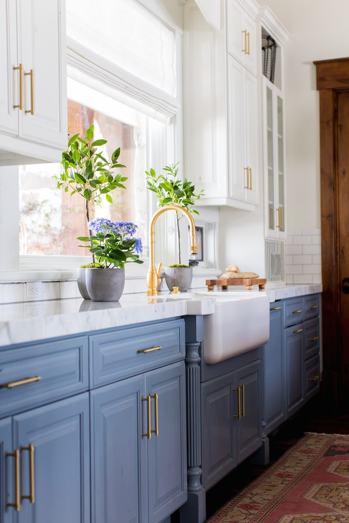 Benjamin Moore Swiss Coffee Paint Benjamin Moore Van Courtland Blue Painted Kitchen Cabinets Gold Hardware
