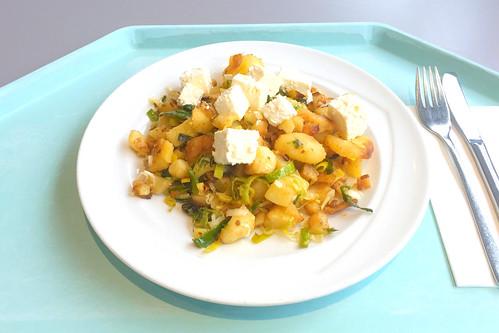 Roast potatoes with leek & feta / Kartoffelgeröstl mit Lauch & Schafskäse