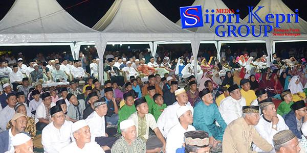 Bupati Lingga H Alias Wello dan Wakil Bupati Lingga M Nizar, bersama masyarakat Kabupaten Lingga