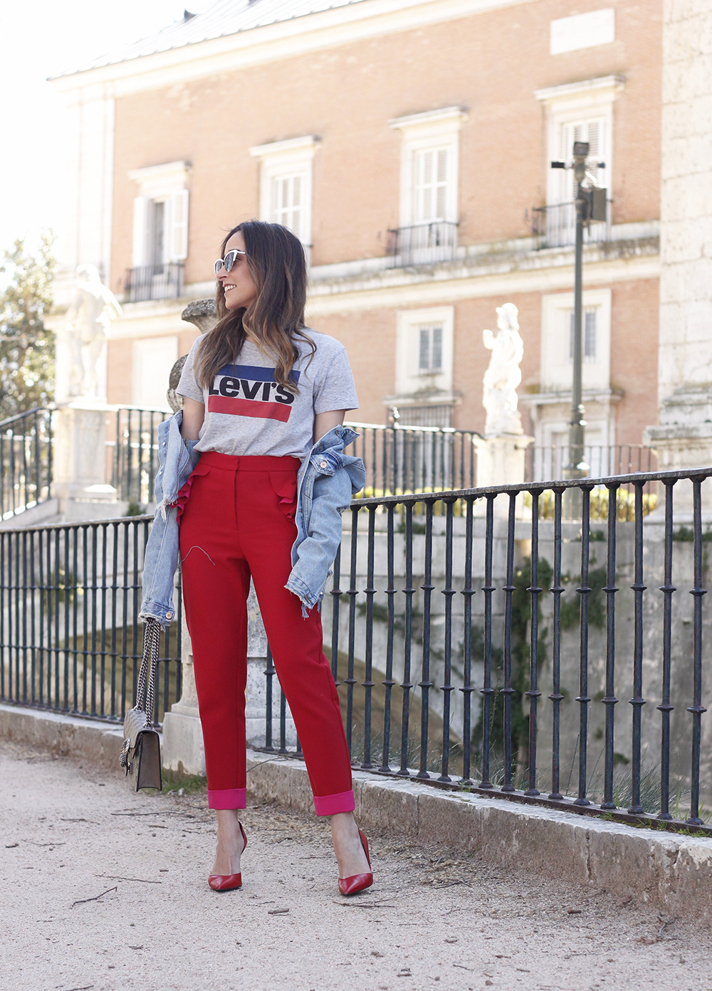 Red trousers levi's t-shirt gucci bag denim jacket red heels outfit spring01