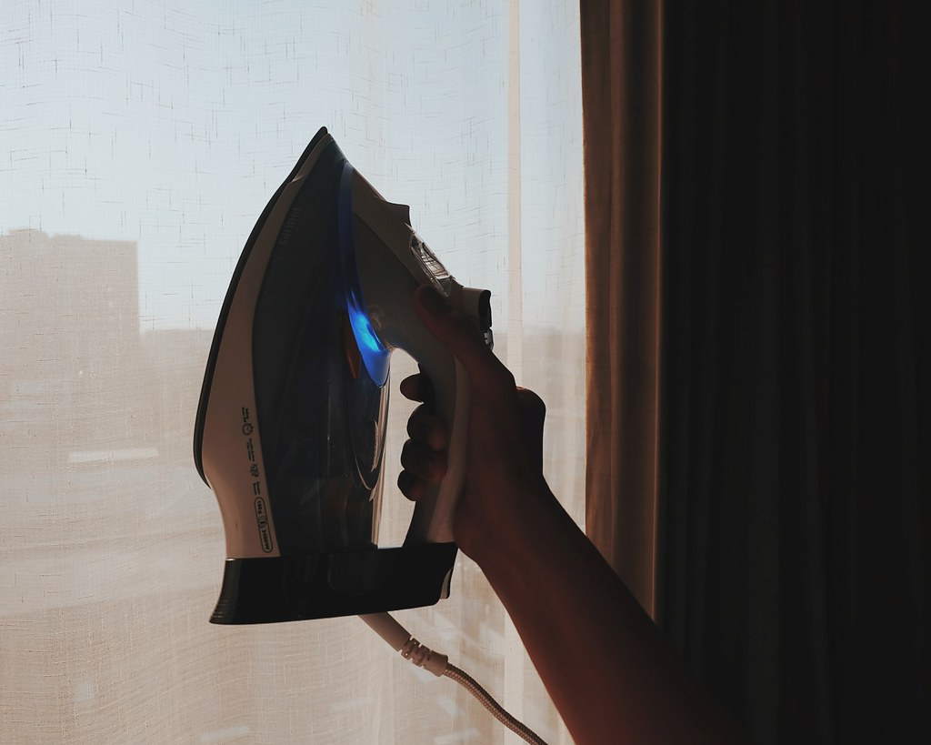 Life Skills: Ironing Clothes with Philips PerfectCare Azur Steam Iron Review