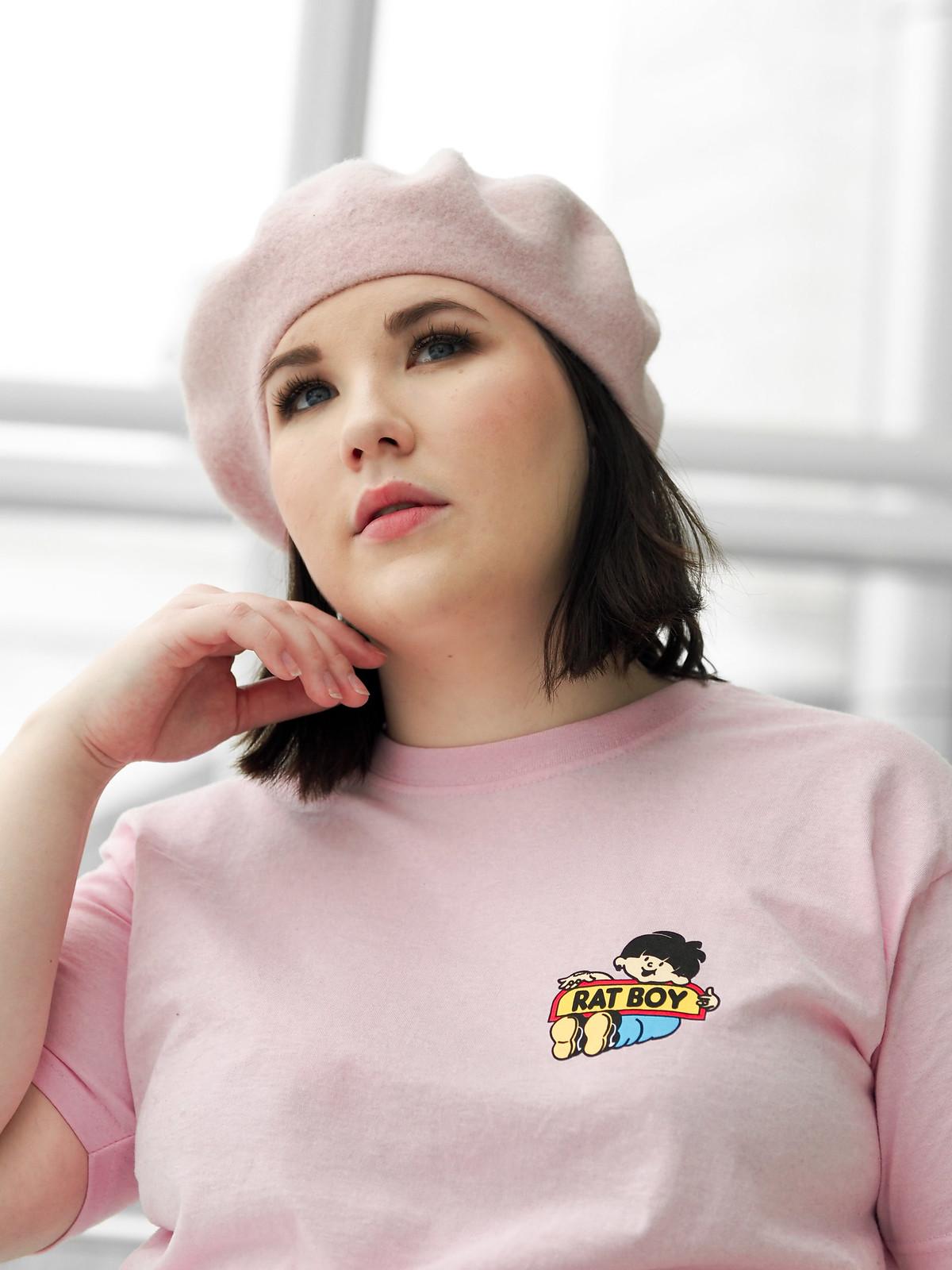 Rat Boy pink t-shirt, musta farkkuhame-15