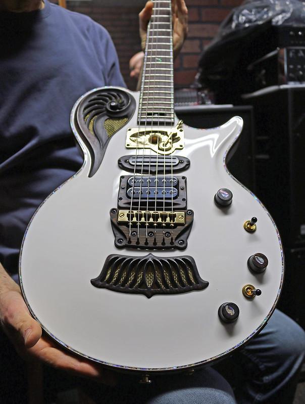 Universum Guitars  - z Elena Alpha (1)