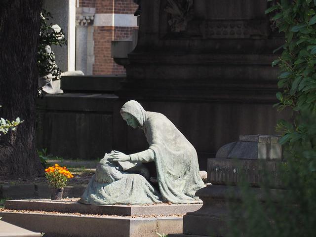 All'ombra de' cipressi e dentro l'urne confortate di pianto è forse il sonno della morte men duro?