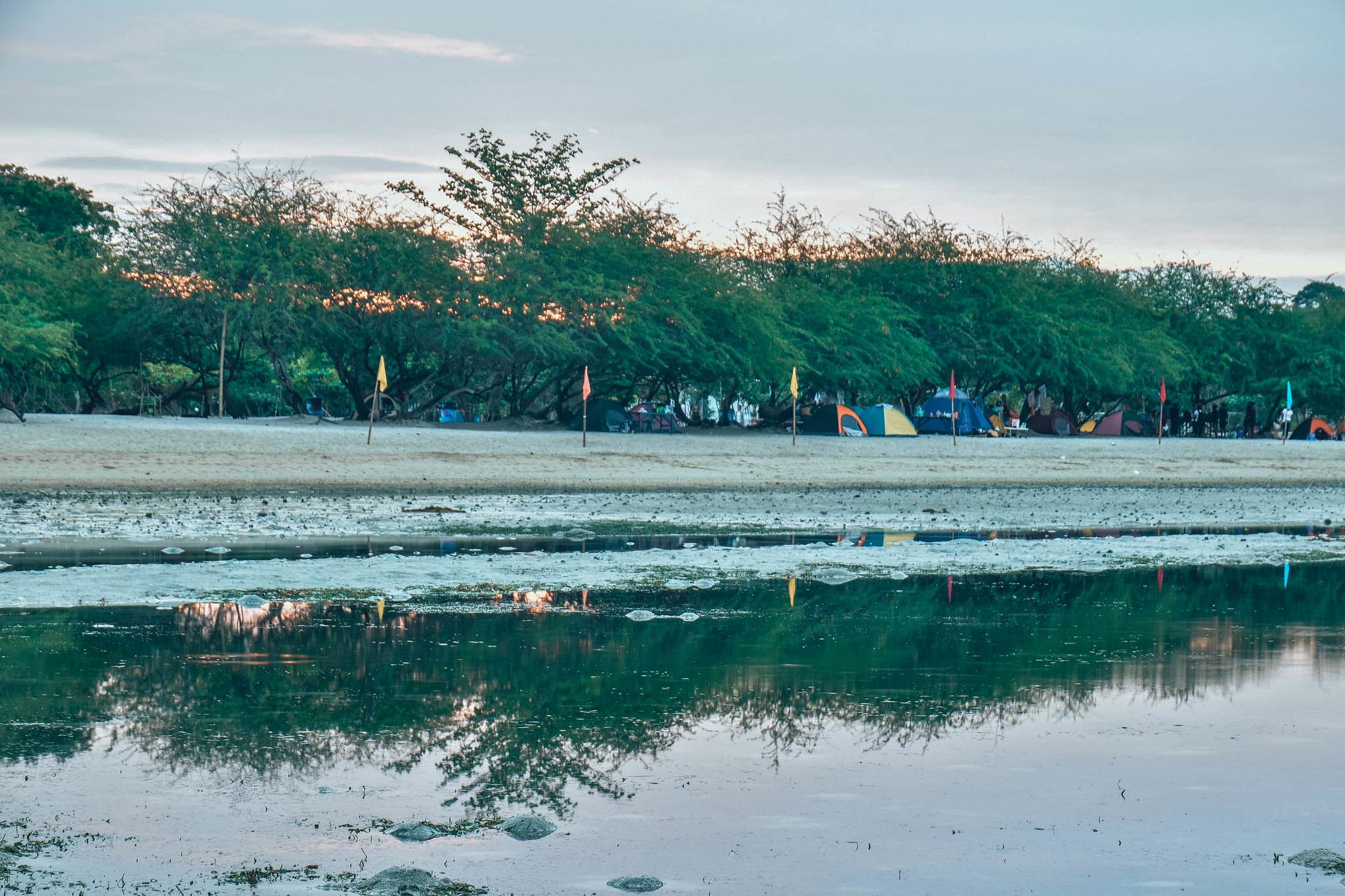 manuel uy beach : camping