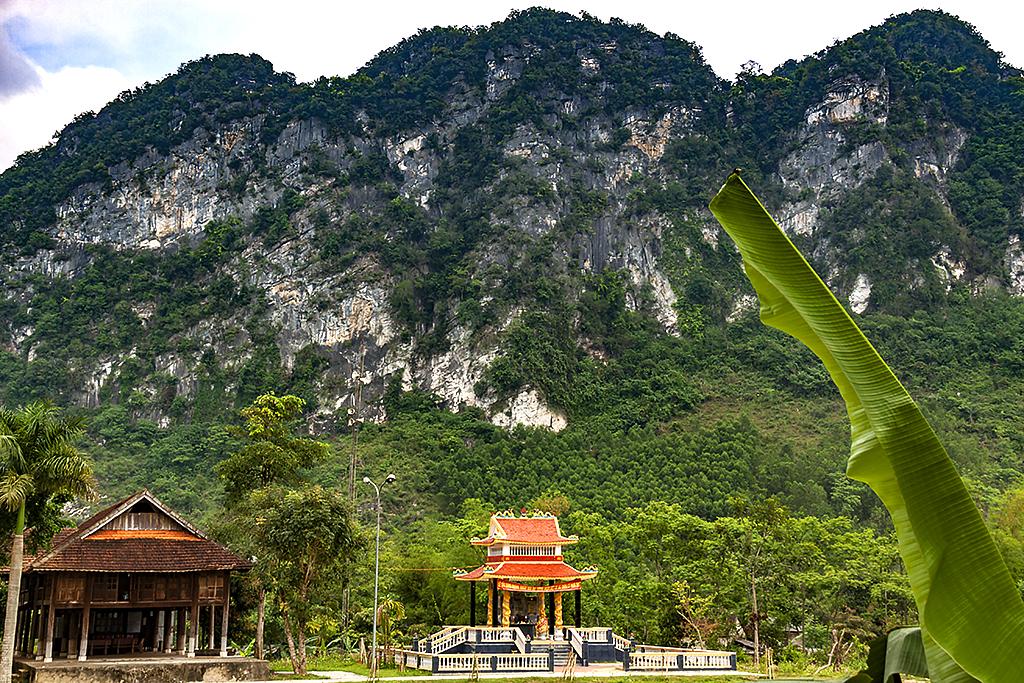 War dead memorial--Chau Ly