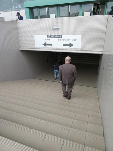福島競馬場の1階への通路