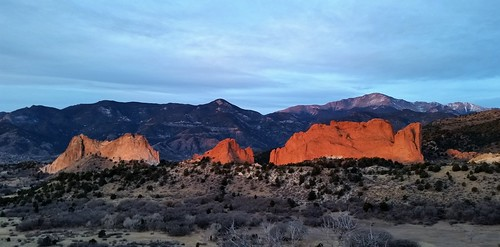 nationalnaturallandmark city park citypark colorado coloradosprings gardenofthegods redrocks rock formations mountain mountains frontrange rampartrange urban clouds centralgarden pikespeak sunrise winter