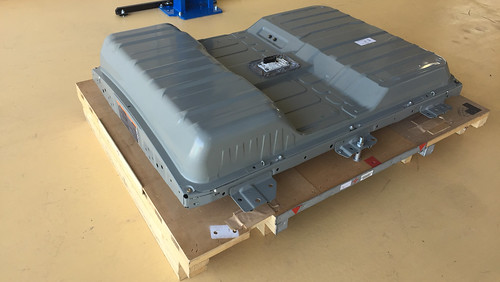 日産リーフから取り外された駆動用リチウムイオンバッテリー