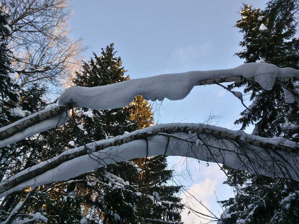 снег сползает, но не падает!