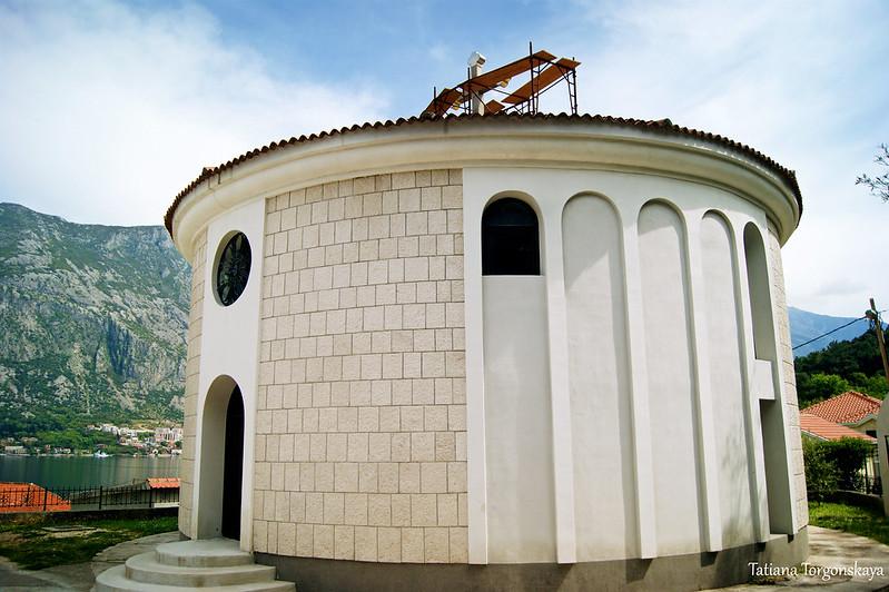 Фасад церкви  Св. Петра Цетинского