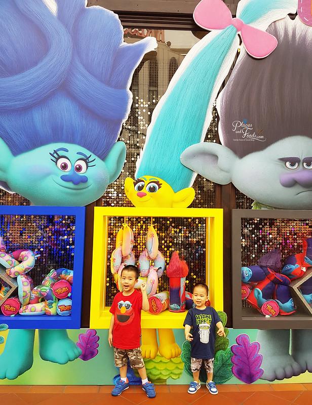 universal studios singapore trollstopia
