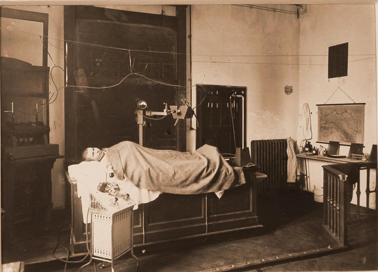 07. Больной в рентгеновском кабинете перед процедурой