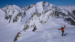 Grań szczytowa Piz Palu 3900m. W tle szczyty Bella Vista 3922m, przełęcz Bella Vista 3688m, Piz Bernina 4048m. Paweł.