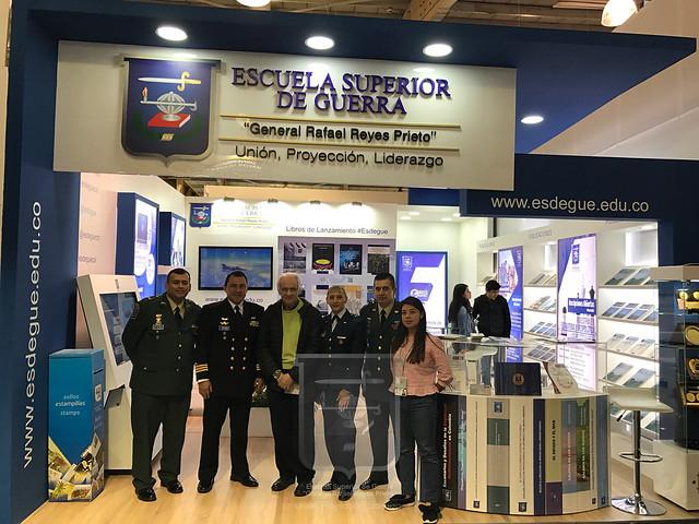 El científico colombiano Jorge Reynolds Pombo visita Stand de la ESDEGUE FILBO 2018