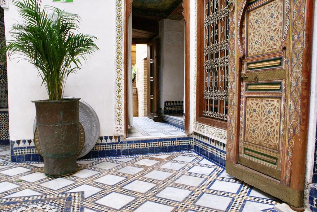 Splendeur marocaine dans un riad de la médina de Fès.