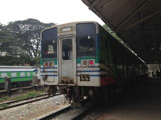 ヤンゴン国際空港へ電車(ヤンゴン環状線)に乗って行く