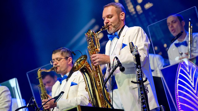 n027214_2024nov09_world_mickey-christmas-big-band_16-9