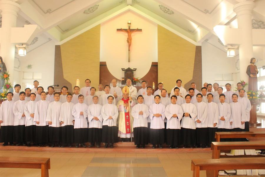 Thánh lễ trao Thừa tác vụ Đọc Sách và Giúp Lễ tại Đại Chủng Viện Sao Biển Nha Trang - 2018