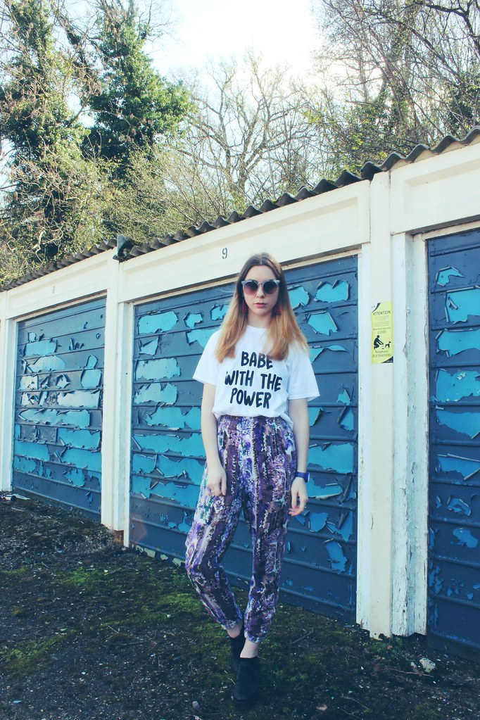 Babe with the power tshirt Nastygal and Vintage trousers 3